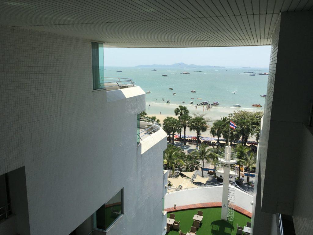 パタヤホテル前はビーチ