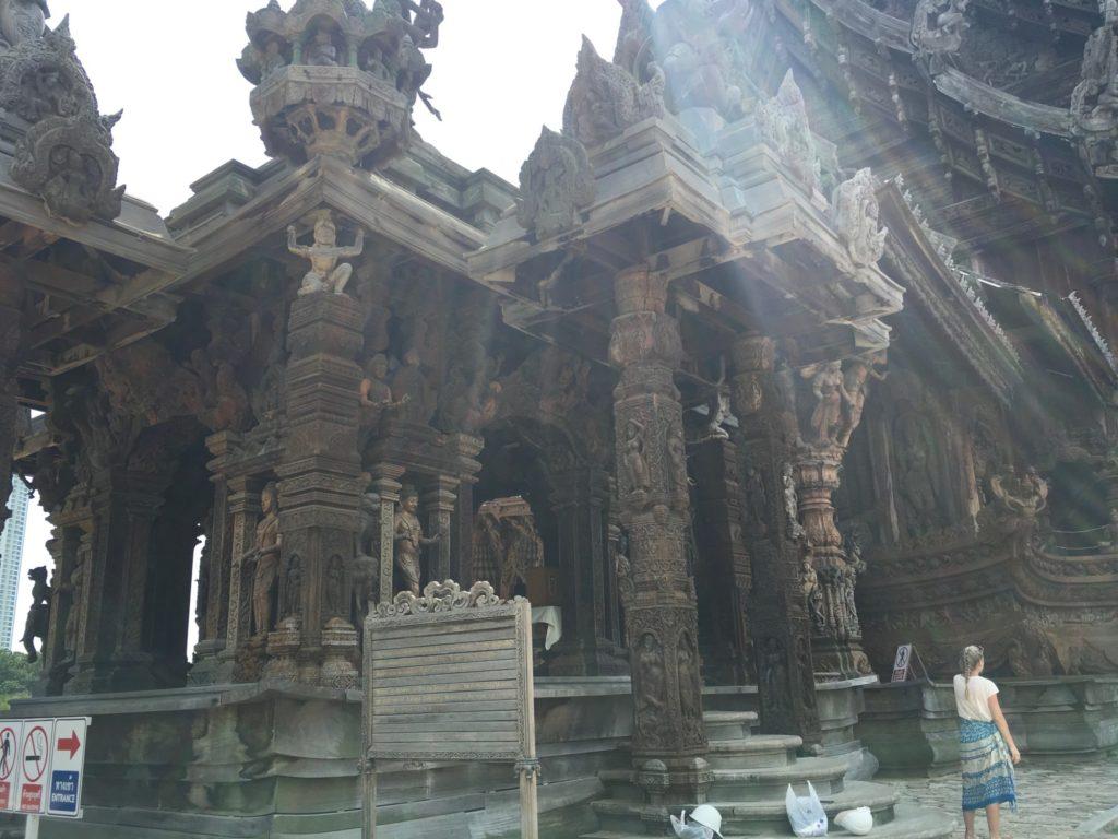 パタヤ寺院 光の放射